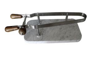 Schinkenspanner, 44 x 24 cm, auf Marmorplatte